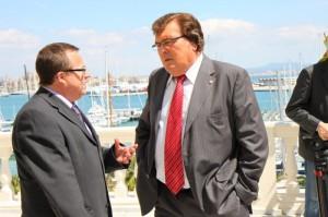 MIguel Bestard conversando con Tomeu Vidal el viernes
