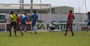 empate. Victor Curto logró la primera igualada del partido tras culminar una jugada de Luis Gil por la derecha poco antes de llegar al descanso - Javier