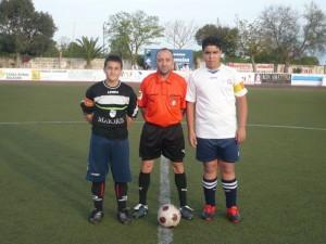 El arbitro con los capitanes