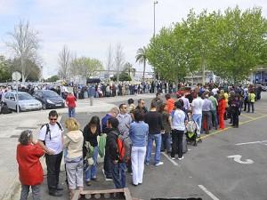 Miles de personas han acudido al puerto para salir por mar de Mallorca   Alberto Vera