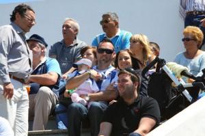 Dani con su familia en el Estadio Balear