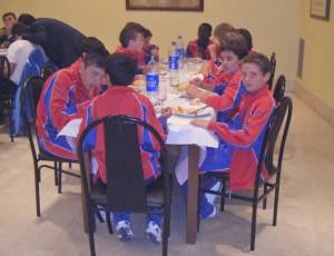 La Selección Alevín cenando anoche en el Hotel Tudanca