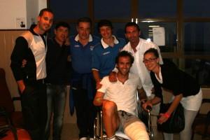 Arnau en la clinica visitado por el equipo después de conseguir el campeonato. Foto T. Moya