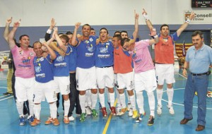 La plantilla del Gasifred celebrando el pasado sábado su clasificación para jugar el play-off