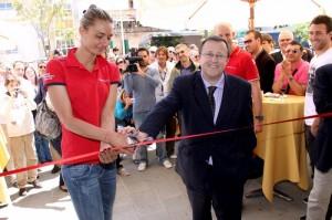 Maurizia Cacciatori y Tomeu Vidal inaugurando la Macron Store Palma