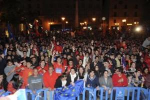 La afición, jugadores celebraron que el equipo se ha metido en la Europa League