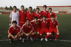 Esta es la alineación, compuesta sólo por jugadores juveniles, que jugó el domingo contra el Sant Jordi.  VICENT MARÍ