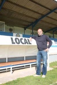 Esteva. El entrenador del Sporting Mahonés reconoce que es feliz viviendo en Menorca - Gemma