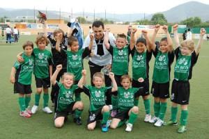 Los futbolistas verdinegros desbordaron de alegría tras el partido.  LUIS HERRERA