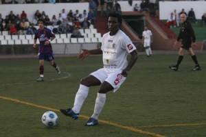 Yossouf, en el partido Peña-Poblense.  JUAN A. RIERA