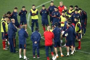 Los jugadores de la selección española durante el reconocimiento que hicieron hoy al estadio Ellis Park en Johannesburgo. 20-06-2010 | Efe