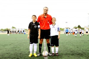 El árbitro con los capitanes