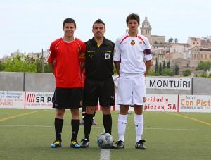 Raúl Martin con los capitanes del partido