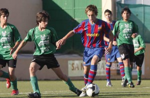 El FC Barcelona dio buena cuenta del Sant Jordi en infantiles.  MOISÉS COPA