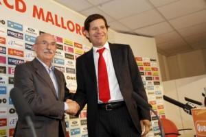Mateu alemany y Llorenç Serra Ferrer tras anunciar el acuerdo para la compra del club