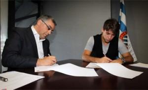 Mattioni (derecha), firmando su contrato Foto: RCDESPANYOL.COM