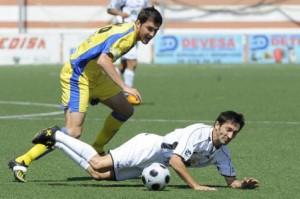 Raúl Casañ en un partido con la Peña en Segunda B