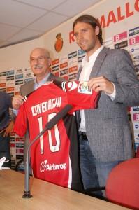 Llorenç Serra Ferrer con Fernando Cavenaghi