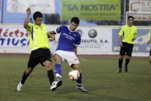 Jugada del partido que disputaron Peña y San Rafael el pasado 12/08/2010.Foto Marco Torres