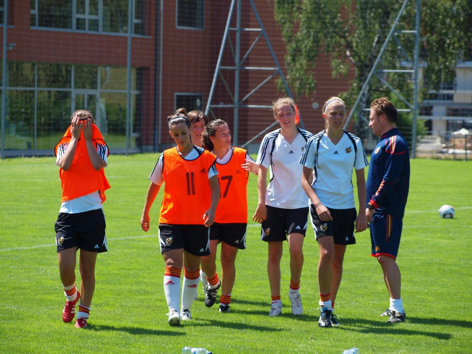 Campeonato Europa sub-17 Femenino Último entrenamiento antes de la gran  final 9c6db17f0a0