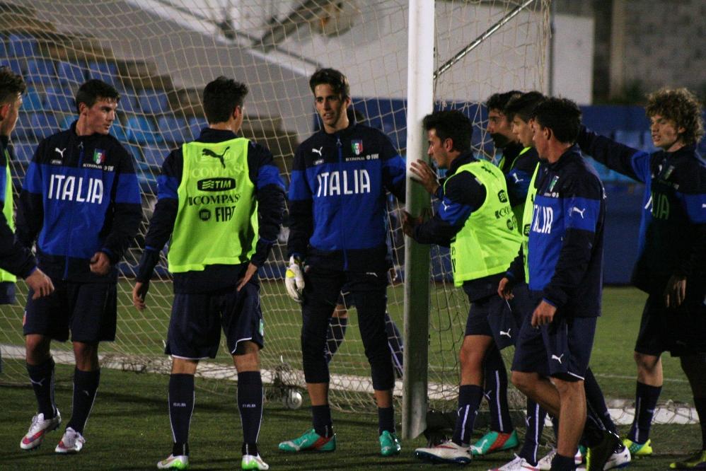 El España – Italia acapara todo el protagonismo deportivo de una isla  volcada con la selección - Selecciones - FutbolBalear.es 7c89e6e7cc9f3