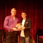 Marcus Cooper Walz rebé el Mèrit Esportiu de la ma de Brandon Thomas