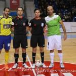 Los arbitros con los capitanes del partido