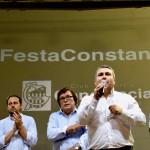 Virgilio Moreno se dirige al publico en la fiesta del Constancia