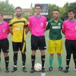 Arbitros y capitanes de ambos equipos
