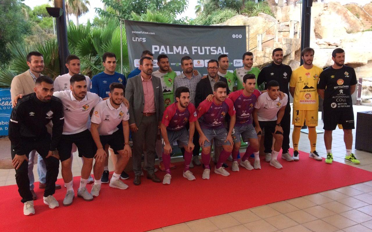 El Palma sigue fiel al verde en sus nuevas equipaciones - Fútbol ... a60b7589c841c